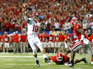 Alabama quarterback  McCarron passes under pressure from Georgia linebacker Washington and linebacker Ogletree during the NCAA SEC college football championship in Atlanta